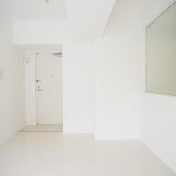 白くて気持ちいい〜!(※写真は2階の同間取り別部屋のものです)