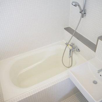 浴室乾燥機付き!水回りは一気に掃除できます。(※写真は2階の同間取り別部屋のものです)