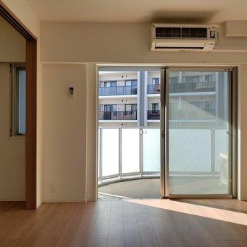 小窓もあって日当たり抜群★※写真は9階の同間取り別部屋のものです