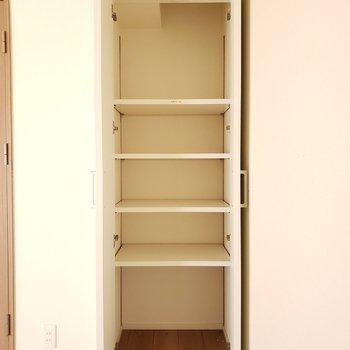 あなたのお気に入りの本をいれようかな・・♫※写真は9階の同間取り別部屋のものです