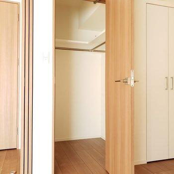 コンパクトだけど憧れの奥行きのあるクローゼット※写真は9階の同間取り別部屋のものです