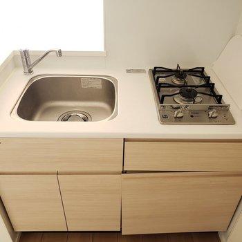 コンパクトだけど可愛いキッチン!※写真は9階の同間取り別部屋のものです
