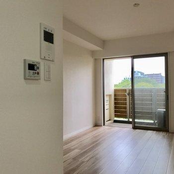 モニター付きインターホンだから安心。(※写真は6階の同間取り別部屋のものです)