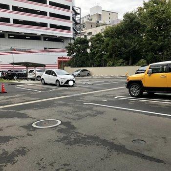 駐車場はかなり広い。