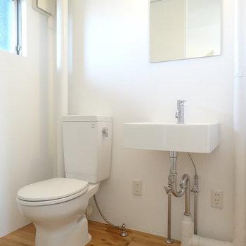 コンパクトな洗面所。※写真は2階の反転間取り別部屋です。