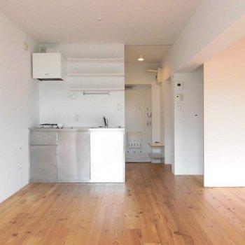 家具が映えるんだな、この床。※写真は2階の反転間取り別部屋です。