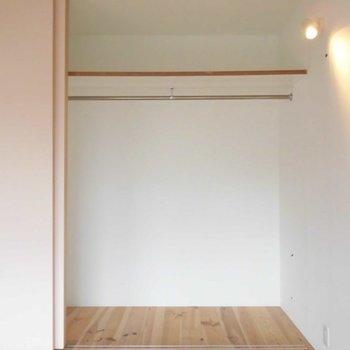 収納もたくさん。※写真は2階の反転間取り別部屋です。