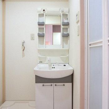 洗面台も収納が豊富で便利です!※写真は前回募集時のものです