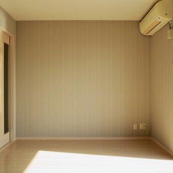 【洋室】扉を閉めると、空間を分けられます※写真は前回募集時のものです