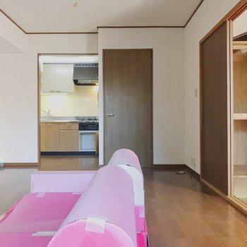 【工事前】キッチンが居室から少し区切られた位置にあります