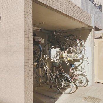 自転車置き場も屋根付きです