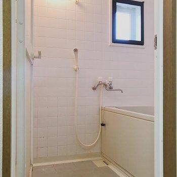 【工事前】お風呂はタイル張りで清潔感ありますね!お掃除してピカピカになります!