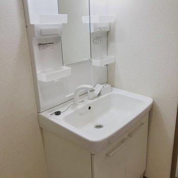 【工事前】独立洗面台も取り替えたばかりのようでとってもきれい!