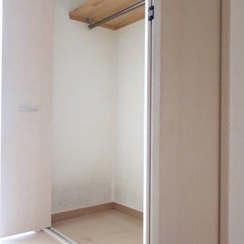 廊下には大きなクローゼット!(※写真は清掃前のものです)