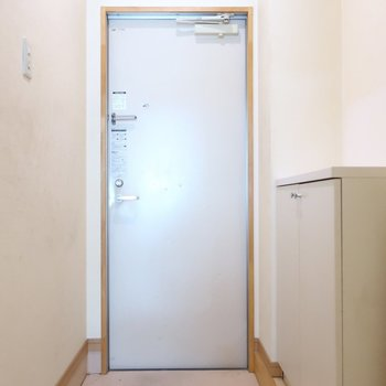玄関はすっきり(※写真は清掃前のものです)