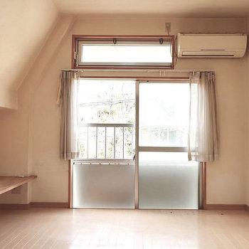 大小の窓のバランス感◎(※写真は清掃前のものです)