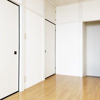 【キッチン】奥の扉を開けると……