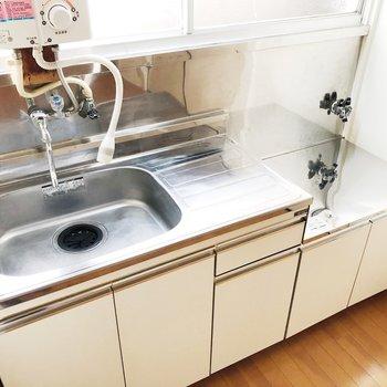 【キッチン】作業スペースも広々としています