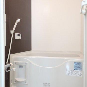 バスルームはちょっぴりアクセントクロス