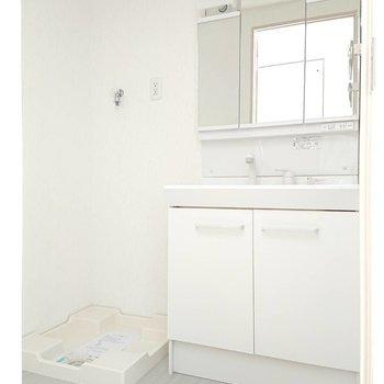 この洗面台横に広くて使いやすそうでした