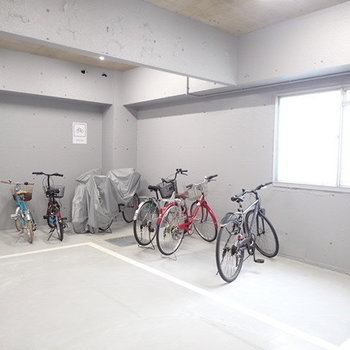 自転車も屋内で安心♪