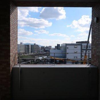 バスルームからは絵画のような空を眺めて (※写真は5階別部屋からのものです)