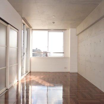 9.9帖の洋室はアトリエやギャラリーのよう (※写真は5階反転間取り別部屋のものです)