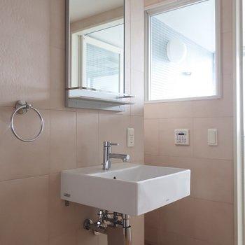スタイリッシュな洗面台に・・・ (※写真は5階反転間取り別部屋のものです)