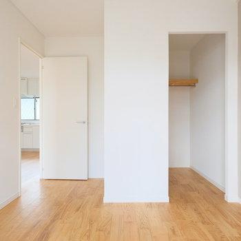 寝室にはなんとウォークインクローゼットが!※写真は同間取りの別部屋のものです