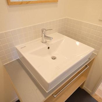洗面台もナチュラルなデザイン!◎※写真は同間取りの別部屋のものです