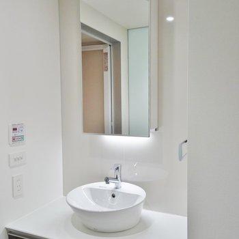 まぁるい洗面台。※写真は802号室のもの