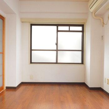 【工事前】2面採光ですよ※写真は似た間取りの別部屋です