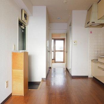 【工事前】玄関を入るとすぐキッチンです※写真は似た間取りの別部屋です