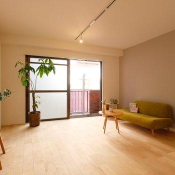 【イメージ】程よい広さのリビングになります。床材はバーチで明るい印象に◎