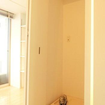 洗濯機置場 ※写真は4階の同間取り別部屋のものです。