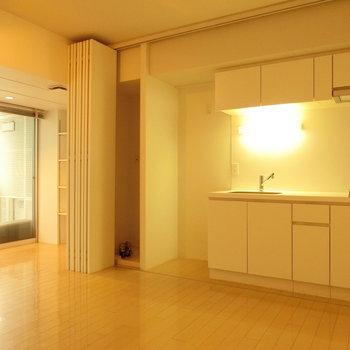 キッチンはここに ※写真は4階の同間取り別部屋のものです。