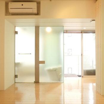カーテンつけるのも良いかも ※写真は4階の同間取り別部屋のものです。
