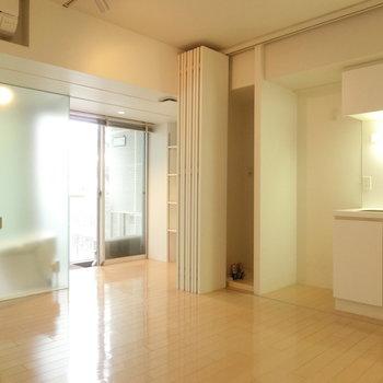 明るい自然光 ※写真は4階の同間取り別部屋のものです。