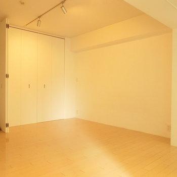 8帖ちょっとの空間 ※写真は4階の同間取り別部屋のものです。