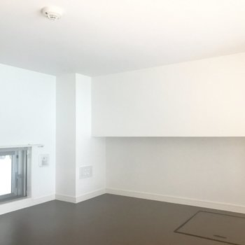 ロフトは小さな窓付きです ※写真は4階の同間取り別部屋のものです。