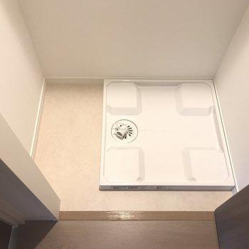 洗濯機はここ!横にスペースも ※写真は4階の同間取り別部屋のものです。