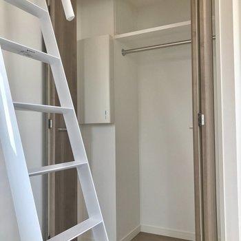 クローゼットはこちら ※写真は4階の同間取り別部屋のものです。