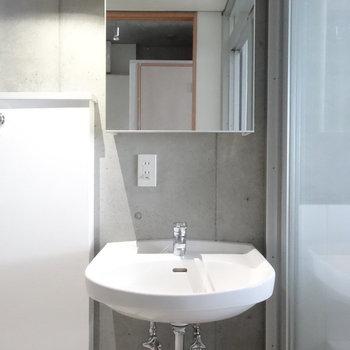 独立洗面台ですね※写真は2階の同間取り別部屋のものです。