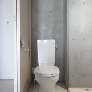 トイレはスマート※写真は2階の同間取り別部屋のものです。