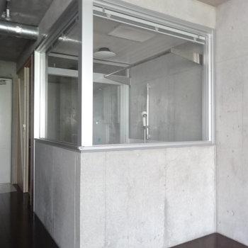 このなかがバスルーム!!※写真は2階の同間取り別部屋のものです。