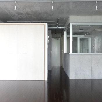広々ワンルームです※写真は2階の同間取り別部屋のものです。