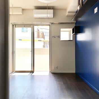 シックでまとまりある空間。家具も落ち着いたものを置こう。※写真は2階の同間取り別部屋のものです