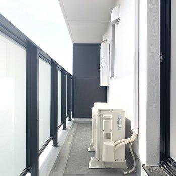 洗濯物もよく乾きそう。※写真は5階の反転間取り別部屋のものです