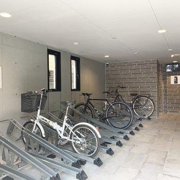 自転車置場に、バイク置場もしっかりとあります。
