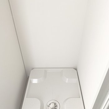 洗濯パンは脱衣所に。※写真は5階の反転間取り別部屋のものです